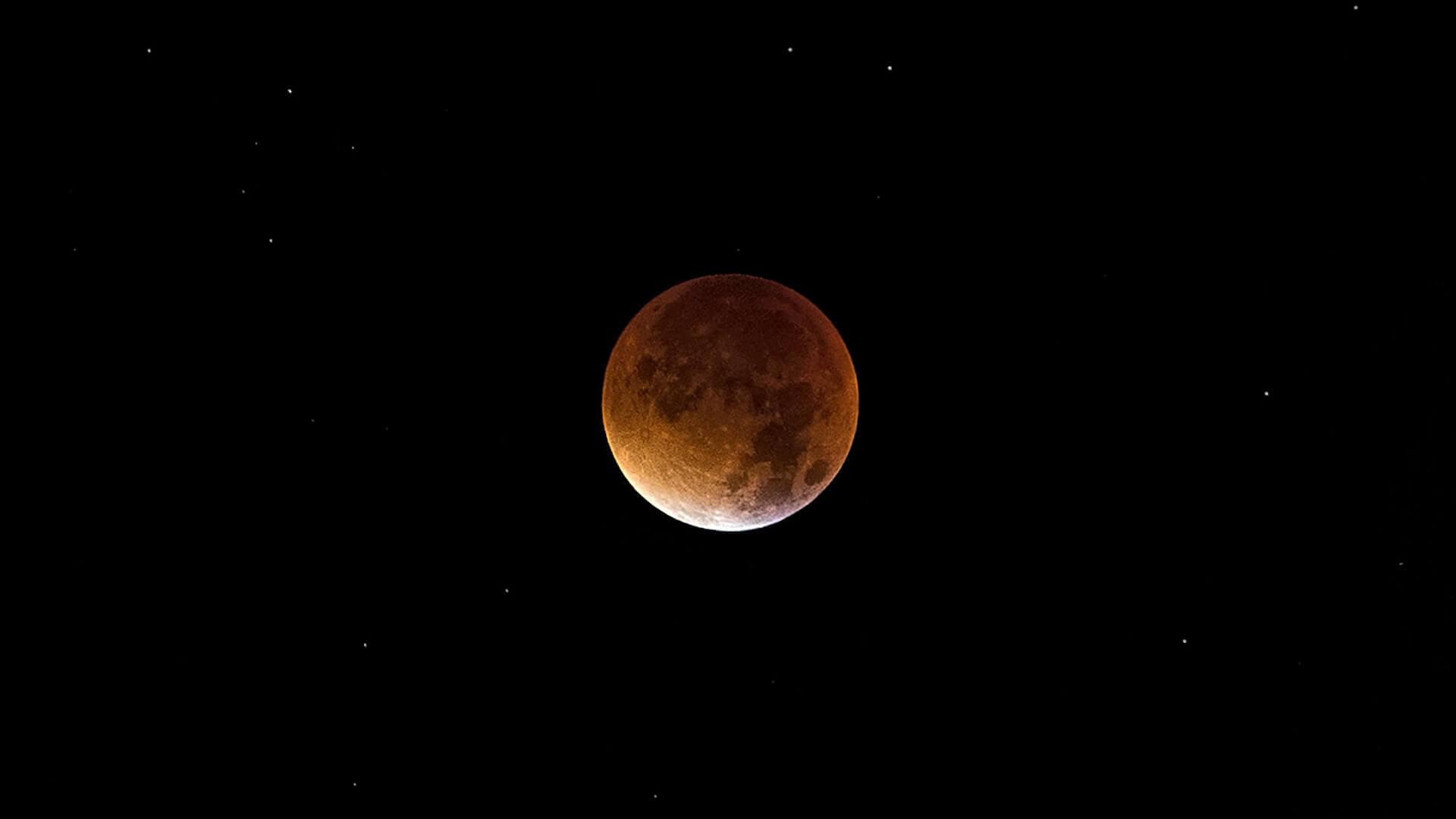 Super Full Moon Total Lunar Eclipse in Sagittarius - Moon Omens - May 26 2021